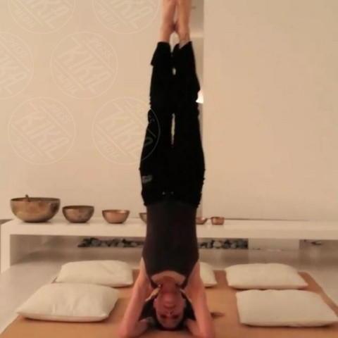 Naike Rivelli - Milano - 22-11-2013 - Dillo con un tweed: Naike Rivelli e lo yoga nuda