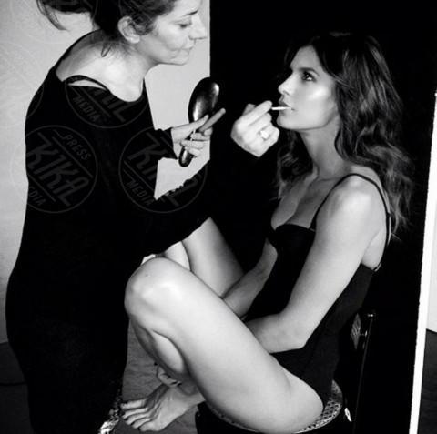 """Elisabetta Canalis - Los Angeles - 25-11-2013 - Dillo con un tweet: Elisabetta Canalis, """"La str…. dorme"""""""