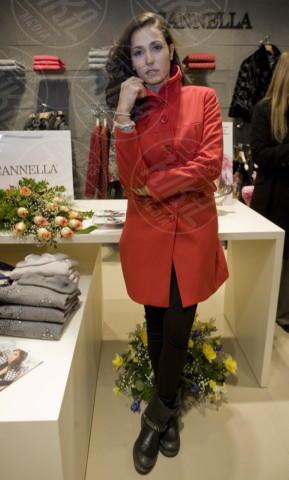 Caterina Balivo - Aversa - 19-12-2012 - Sarà un inverno caldo... con un cappotto rosso!