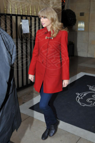 Taylor Swift - Parigi - 28-01-2013 - Sarà un inverno caldo... con un cappotto rosso!