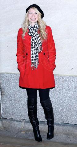Brooke White - New York - 28-11-2012 - Sarà un inverno caldo... con un cappotto rosso!
