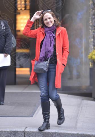 Molly Shannon - New York - 28-02-2013 - Sarà un inverno caldo... con un cappotto rosso!