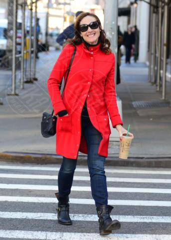Molly Shannon - New York - 13-02-2013 - Sarà un inverno caldo... con un cappotto rosso!