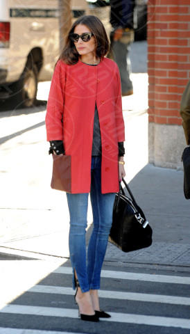 Olivia Palermo - New York - 06-12-2012 - Sarà un inverno caldo... con un cappotto rosso!