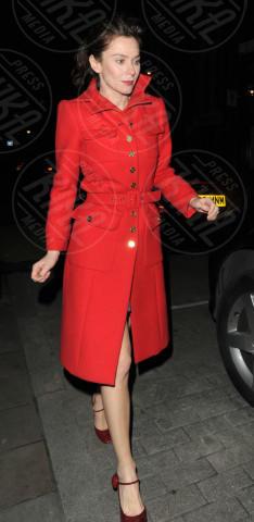Anna Friel - Londra - 07-01-2013 - Sarà un inverno caldo... con un cappotto rosso!