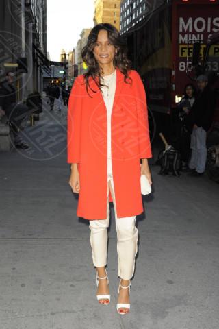 Veronica Webb - New York - 17-04-2013 - Sarà un inverno caldo... con un cappotto rosso!