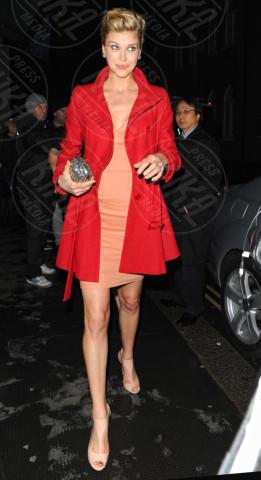 Adrianne Palicki - Londra - 18-03-2013 - Sarà un inverno caldo... con un cappotto rosso!