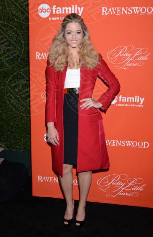 Sasha Pieterse - Hollywood - 15-10-2013 - Sarà un inverno caldo... con un cappotto rosso!
