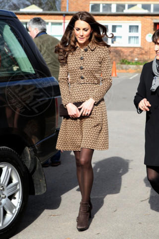 Kate Middleton - 21-02-2012 - Kate Middleton, abito che vince non si cambia!