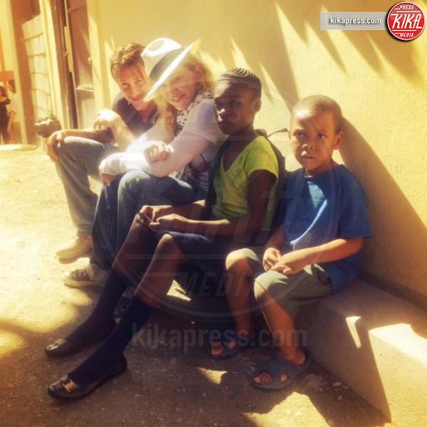 Madonna, Sean Penn - Haiti - 29-11-2013 - Madonna, sono già 60. Auguri Lady Ciccone