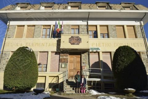 Isabella Carvelli, Sofia Viola - Scuola - Alpette - 25-11-2013 - Sofia,  l'unica  alunna della scuola