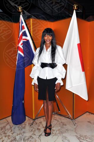 Naomi Campbell - Sydney - 30-11-2013 - Camicia bianca e gonna nera: un look… evergreen!