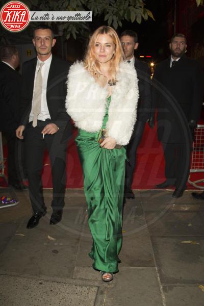 Sienna Miller - Londra - 02-12-2013 - Sienna Miller, un nome, una garanzia… di stile!