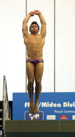 Tom Daley - Edimburgo - 21-04-2013 - Il monsignore Krzysztof Charamsa fa coming out