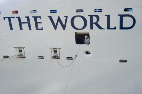 """The World - Cagliari - 05-12-2013 - Approda a Cagliari il condominio galleggiante """"The World"""""""
