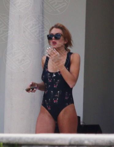 Lindsay Lohan - Miami - 05-12-2013 - Spaggia: l'alternativa al bikini. Costume intero o trikini?