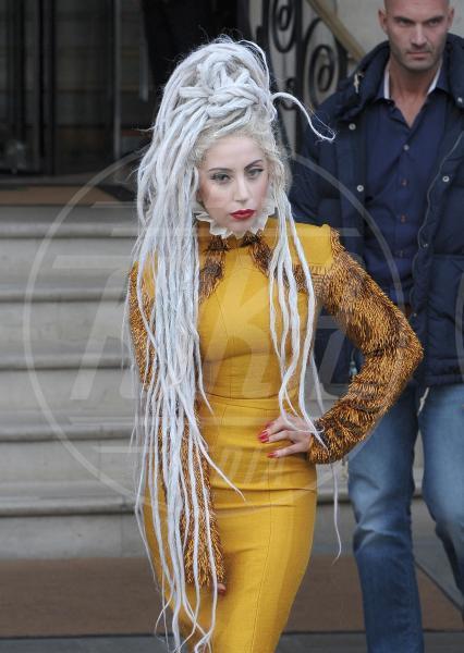 Lady Gaga - Londra - 09-12-2013 - Lady Gaga coi dread per un giorno. Più PopArt di così!