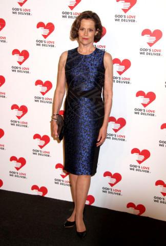 Sigourney Weaver - New York - 16-10-2013 - Reese Witherspoon e Sigourney Weaver: chi lo indossa meglio?