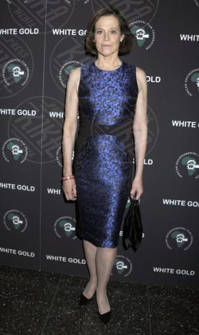 Sigourney Weaver - New York - 12-11-2013 - Reese Witherspoon e Sigourney Weaver: chi lo indossa meglio?