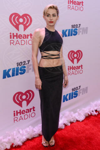 Miley Cyrus - Los Angeles - 06-12-2013 - Top Crop & company: pancini al vento sul red carpet