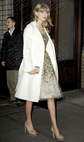 Taylor Swift - New York - 03-12-2012 - En pendant con l'inverno con un cappotto bianco