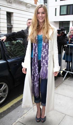 Joss Stone - Londra - 23-02-2013 - En pendant con l'inverno con un cappotto bianco