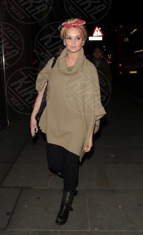 Jennifer Ellison - Londra - 19-03-2013 - È arrivato l'autunno: tempo di tirar fuori il poncho!