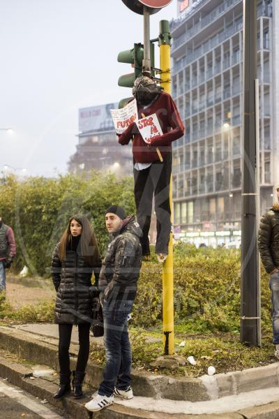Movimento dei Forconi - Milano - Genova - 10-12-2013 - I volti delle giovane ragazze del movimento Forconi