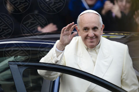 Papa Francesco - Roma - 08-12-2013 - Top 100 più influenti: tanta Hollywood, c'è anche un italiano