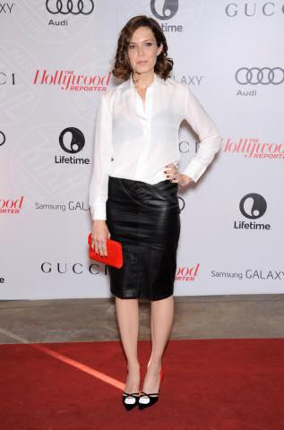 Mandy Moore - Beverly Hills - 11-12-2013 - Camicia bianca e gonna nera: un look… evergreen!