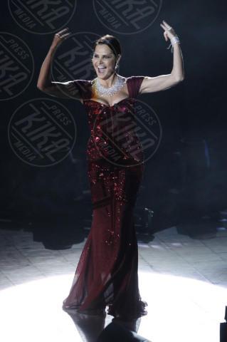 Simona Ventura - Milano - 12-12-2013 - Le celebrity? Tutte pazze per il bordeaux…
