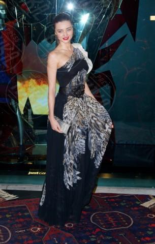Miranda Kerr - New York - 12-12-2013 - Sul red carpet come una dea: il ritorno del monospalla