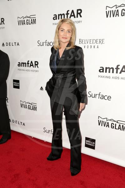 Sharon Stone - Los Angeles - 13-12-2013 - Le celebrities in rosa vogliono i pantaloni