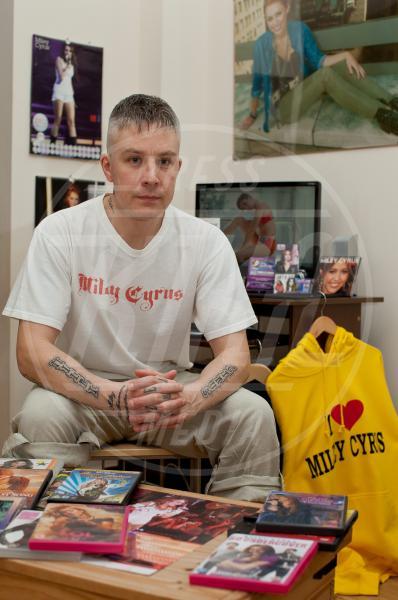 Carl McCoid - 05-12-2013 - Altro che teenager: ha 40 anni il superfan di Miley Cyrus