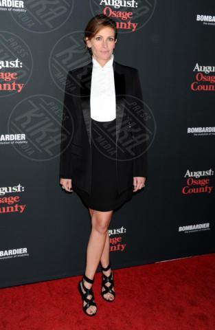 Julia Roberts - Los Angeles - 15-12-2013 - Bianco e nero: un classico sul tappeto rosso!