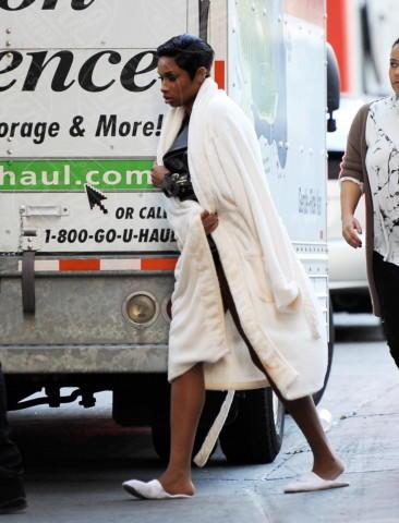 Jennifer Hudson - Los Angeles - 16-12-2013 - Celebrity con i piedi per terra: W le pantofole!