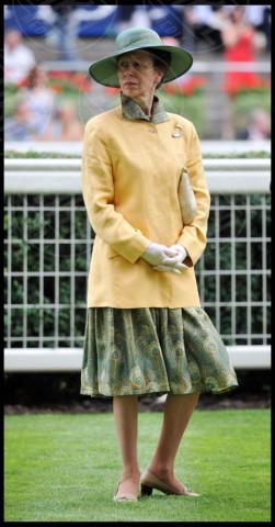 Principessa Anna d'Inghilterra - Londra - 27-07-2013 - Il giallo, un trend perchè torni a splendere il sole