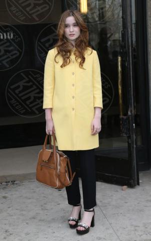 Alice Englert - Parigi - 06-04-2013 - Illumina l'inverno con un cappotto giallo!
