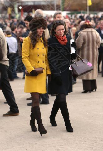 Pippa Middleton - Liverpool - 14-03-2013 - Illumina l'inverno con un cappotto giallo!