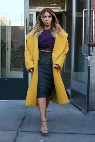 Kim Kardashian - New York - 20-11-2013 - Illumina l'inverno con un cappotto giallo!