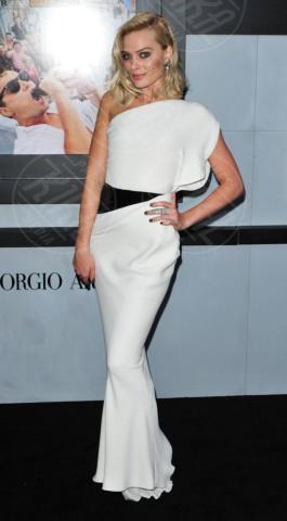 Margot Robbie - New York - 17-12-2013 - Bianco e nero: un classico sul tappeto rosso!