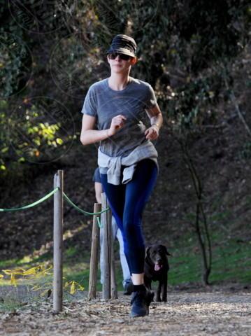 Anne Hathaway - Beverly Hills - 27-12-2013 - Anne Hathaway: di corsa per un 2014 all'altezza del passato