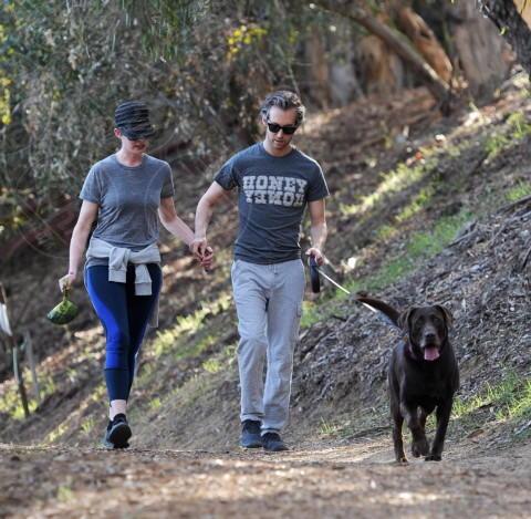 Adam Shulman, Anne Hathaway - Beverly Hills - 27-12-2013 - Anne Hathaway: di corsa per un 2014 all'altezza del passato