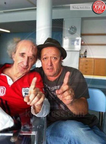 Max Cavallari, Bruno Arena - Los Angeles - 30-12-2013 - Non c'è fine alla mania dell'autoscatto: ecco l'hospital selfie