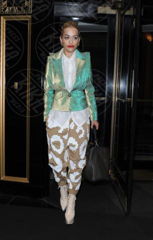 Rita Ora - Londra - 12-12-2013 - In primavera ed estate, mettete dei fiori… sui pantaloni!