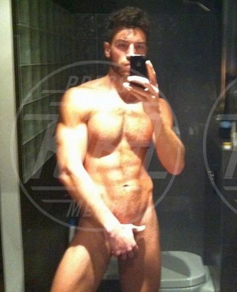 Valerio Pino - 02-01-2014 - Sono esibizionista dunque sono: le star si mettono a nudo