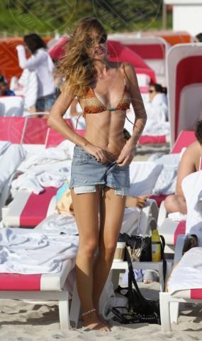 Olga Kent - Miami - 03-01-2014 - Con gli shorts di jeans, siamo tutte Daisy Duke!
