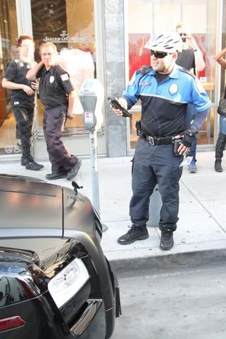 Kim Kardashian, prima lo shopping poi la multa - Foto