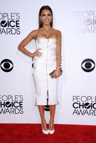 Jessica Alba - Los Angeles - 09-01-2014 - Non solo LBD: oggi il tubino è anche bianco!