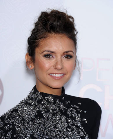 Nina Dobrev - Los Angeles - 08-01-2014 - People's Choice Awards 2014: le acconciature